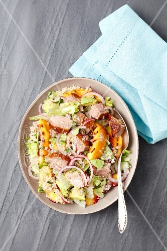 Salad with quinoa, duck and grilled nectarines