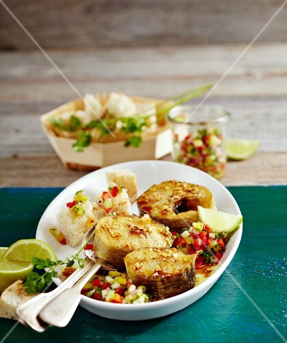 Salmon chops with a pepper and cucumber salsa