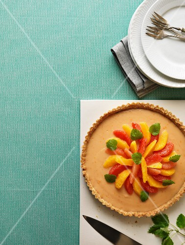 Orange and grapefruit pie with lemon balm