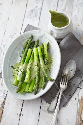 Green asparagus with vegan soya hollandaise sauce