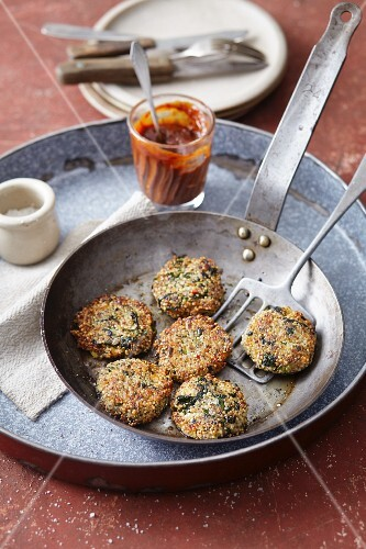 Vegan quinoa and spinach burgers