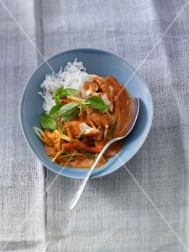 Quick Thai curry with chicken and peppers