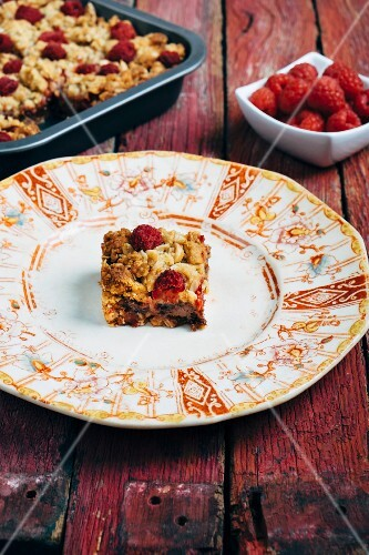 Raspberry and chocolate oat bars