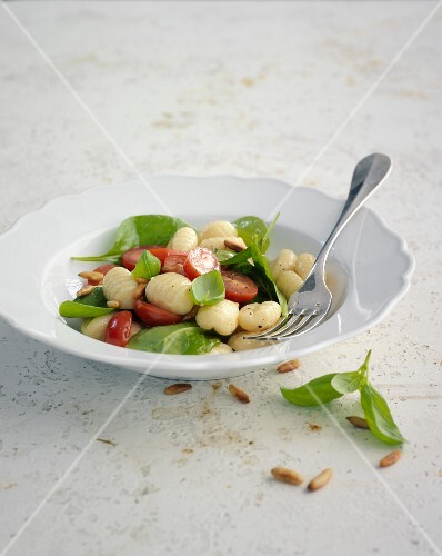 Red and green gnocchi salad