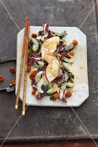 Vegan seaweed and apple salad with dried physalis (Asia)