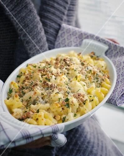 Gratinated cauliflower pasta