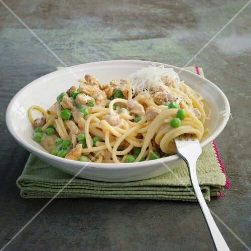 Spaghetti carbonara with nuts