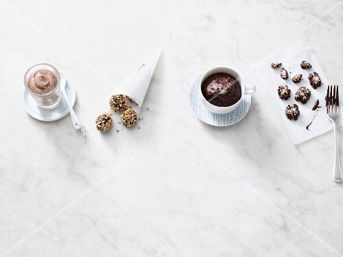 Four quick low card desserts with chocolate