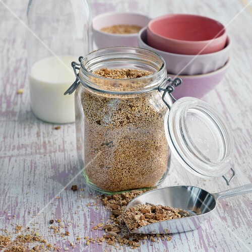 Crunchy muesli made with seeds, oats, amaranth pops, cocoa nibs and soft dates
