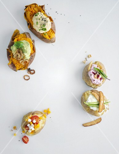 Oven-baked potato with various toppings (vegetarian)