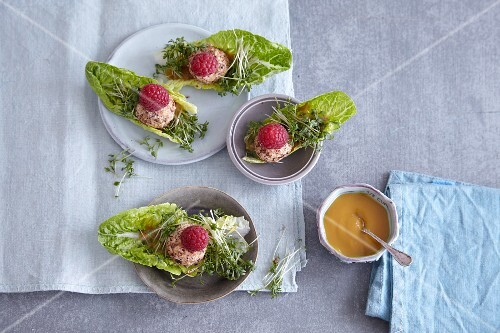 Goat's cheese boats with raspberries and honey mustard