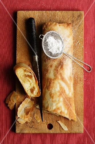 Apple strudel with candied ginger and Calvados