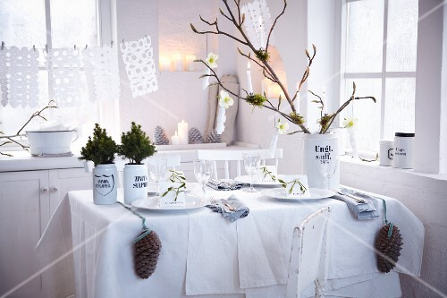 A wintery table table decorated in white