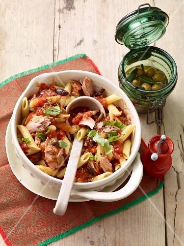 Penna al tonno (pasta with tuna fish, Italy)