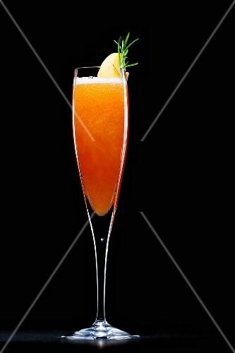 Bellini (Prosecco with peach purée)
