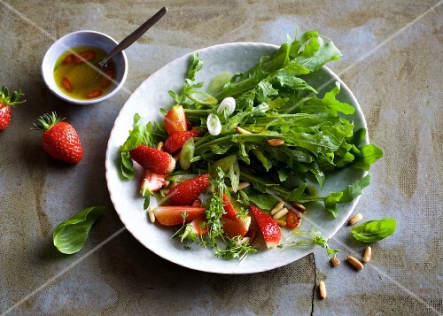 Rocket salad with strawberries and pine nuts