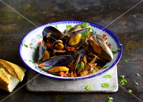 Quick mussels in a tomato and peperoncino sauce
