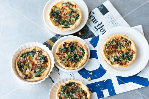 Spinach and tomato tarts (USA)
