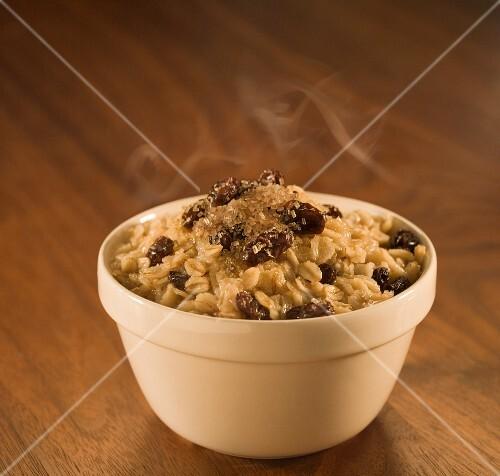 Steaming porridge with raisins (USA)
