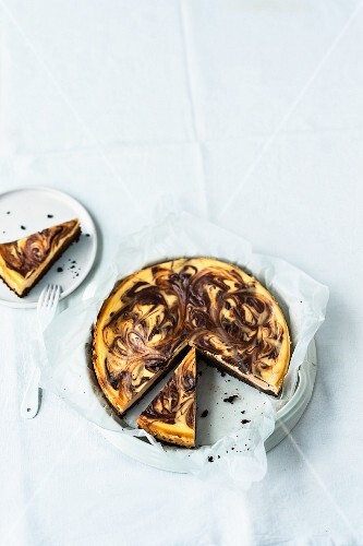 Cheesecake brownie tart, sliced