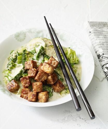 Stir-fried green vegetables with tempeh (vegan)