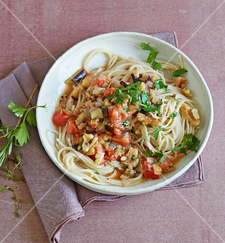 Kamut spaghetti with an aubergine and nut sauce