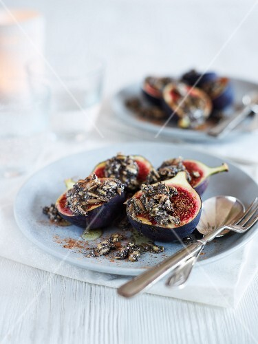 Fig dessert with chia seeds