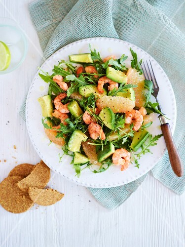 Avocado salad with grapefruit and prawns (seen from above)