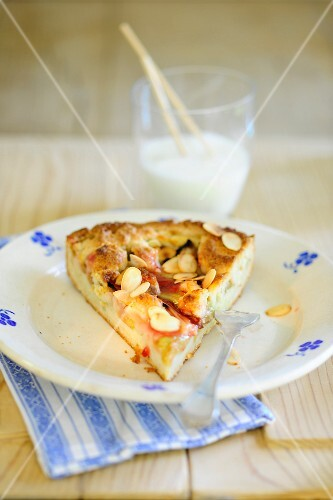 Rhubarb crumble cake with flaked almonds