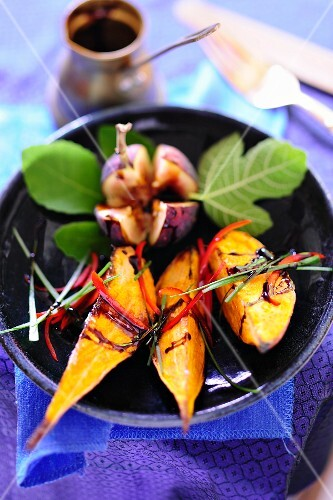 Exotic fruit salad with grilled fruits, figs and chillis