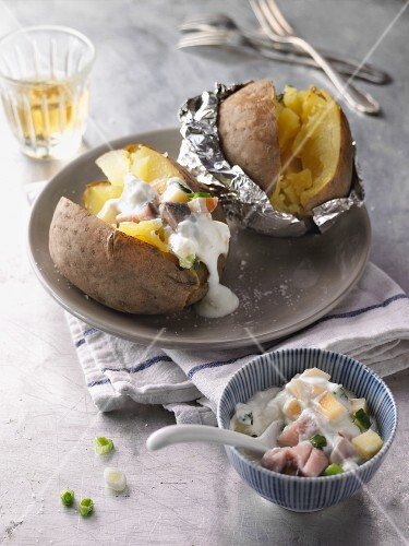 Baked potatoes with soused herring à la bonne femme