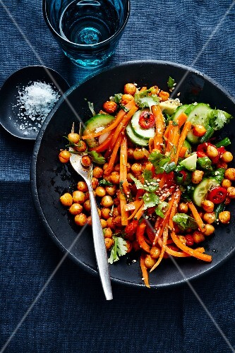 Crispy chickpeas with caramelised carrots and chilli (Turkey)