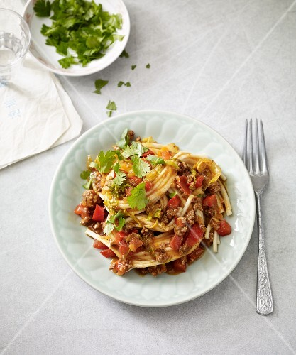 Stir-fried vegetables with noodles and minced meat