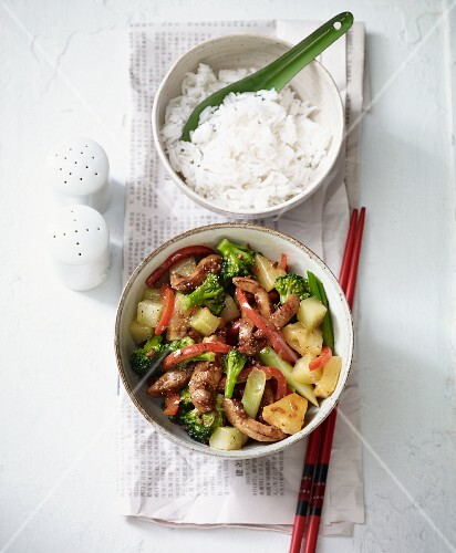 Stir-fried fruity ginger chicken with honey (Asia)