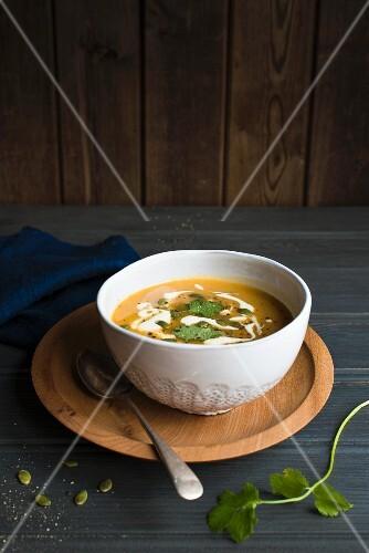Autumnal pumpkin soup with pumpkin seeds and coriadner