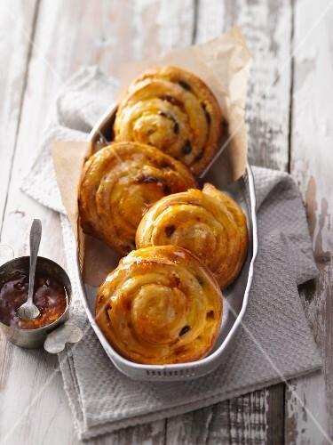 Raisin buns with apricot glaze