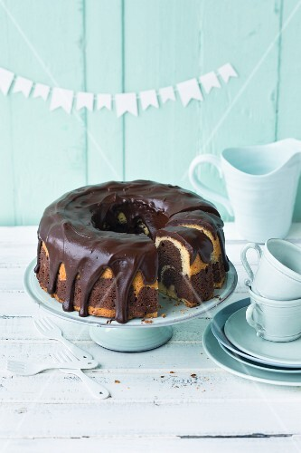 Marble cake with chocolate glaze