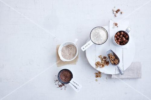 Almond flour, psyllium, flax seeds, hazelnuts and walnuts