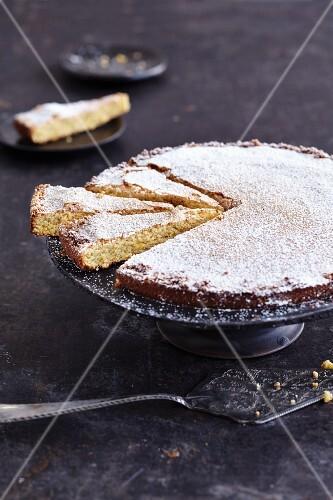 Gluten-free almond cake with orange flavouring