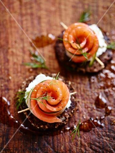 Smoked salmon roses on pumpernickel