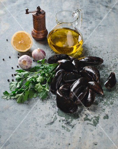 Fresh mussels with ingredients