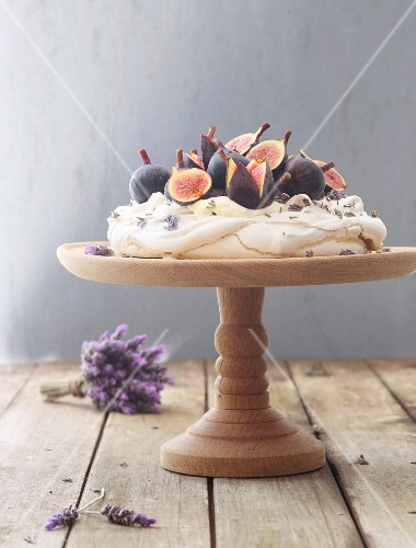 Lavender pavlova with figs