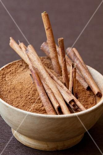 Ground cinnamon and cinnamon sticks