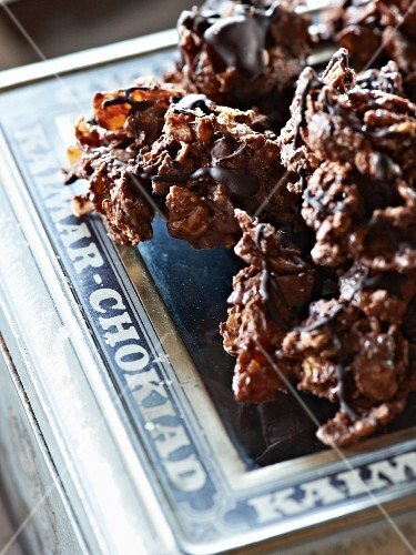 Chocolate cornflake cakes and dried fruits