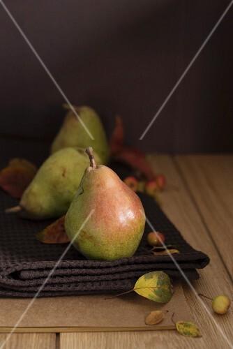 Fresh pears on a tea towel