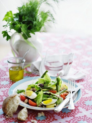 Niçoise salad with beans, egg and olives