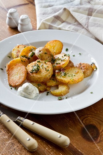 Fried potatoes with herb quark