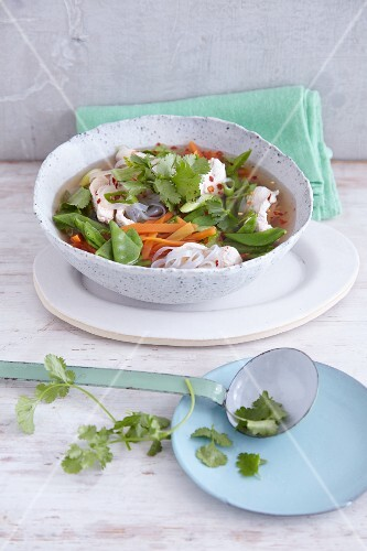 Quick rice noodle stew with vegetables (Asia)