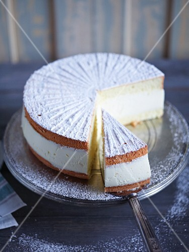 Creamy cheese cake with icing sugar, sliced