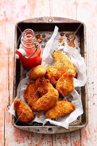Crispy chicken wings with chilli sauce